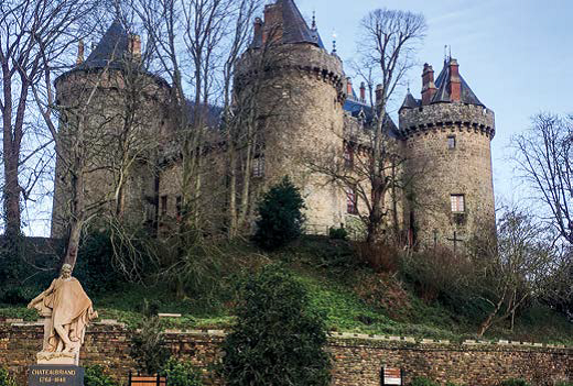 Castillo de Combourg y estatua de Chateaubriand - Francia